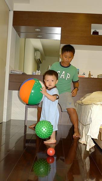 玩球.JPG