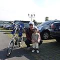 坐腳踏車3.JPG