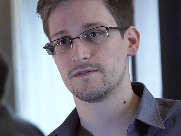 report-edward-snowden-took-a-job-with-booz-allen-to-gather-evidence-on-nsa-surveillance-programs.jpg