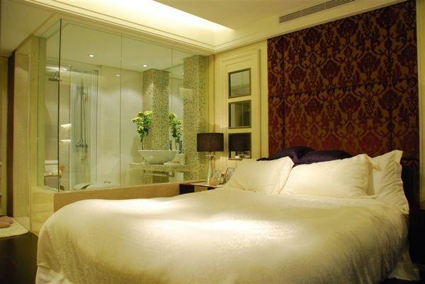 2樓衛浴室及床