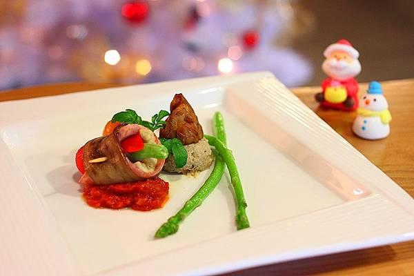 前菜: 托斯卡尼蔬菜卷+堅果素鵝肝醬 佐香烤蘆筍與野番茄醬