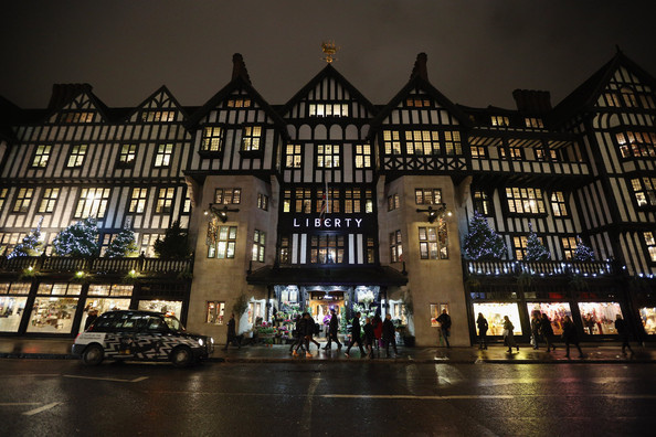 London+Department+Stores+Their+Christmas+Windows+dwOurbAKBpdl.jpg