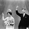 H_R_H__King_George_VI_and_Queen_Elizabeth_visit_the_Canadian_Pavilion_at_the_World%27s_Fair.jpg