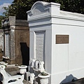 十九世紀建設者的墓.jpg