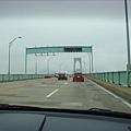 過這個橋就到Newport嘍.jpg