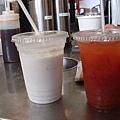 奶昔+味道很怪的蕃茄汁.jpg