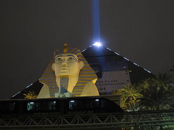 Luxor金字塔.jpg