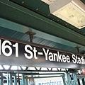 地鐵站出來就是球場.jpg