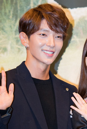 Lee_Jun-ki_at_-Moon_Lovers_-_Scarlet_Heart_Ryeo-_press_conference,_24_August_2016_01.jpg
