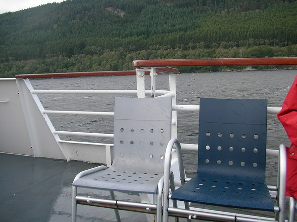 為什麼要照這兩張椅子呢?