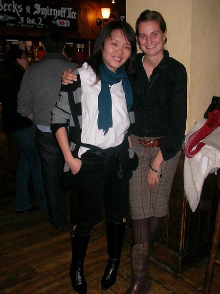 我和席薇亞很有默契,都穿短褲跟襯衫