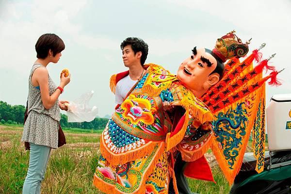 2011.1121陳漢典穿三太 子裝,追回真愛陳妍希。.JPG