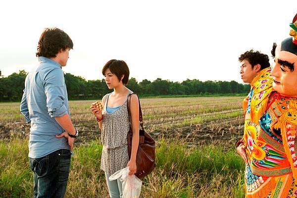 2011.1121陳漢典(右)穿三太子裝, 追回真愛陳妍希(中),左為倪安東。.JPG