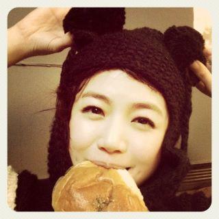 陳妍希-差點趕不及吃麵包.jpg