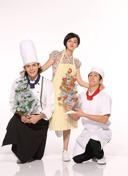 《愛的麵包魂》(左起)倪安東、陳妍希、陳漢典特地為粉絲拍攝耶誕祝賀照。1.jpg