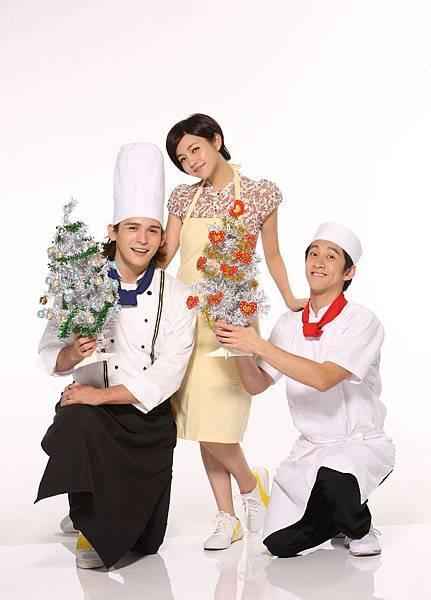 《愛的麵包魂》(左起)倪安東、陳妍希、陳漢典特地為粉絲拍攝耶誕祝賀照。3.jpg