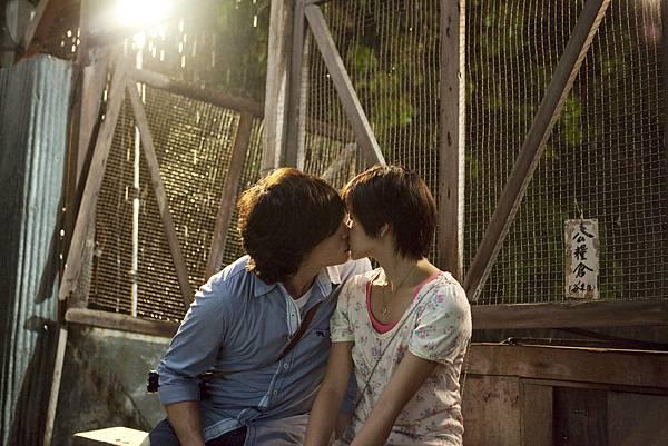 【愛的麵包魂】倪安東輕吻陳妍希,展現法式浪漫。.JPG