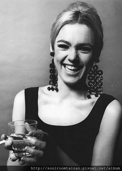 edie-sedgwick-1966-photo-jerry-schatzberg-b.jpg