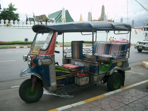 曼谷--主要交通工具 (1) TUTU.JPG