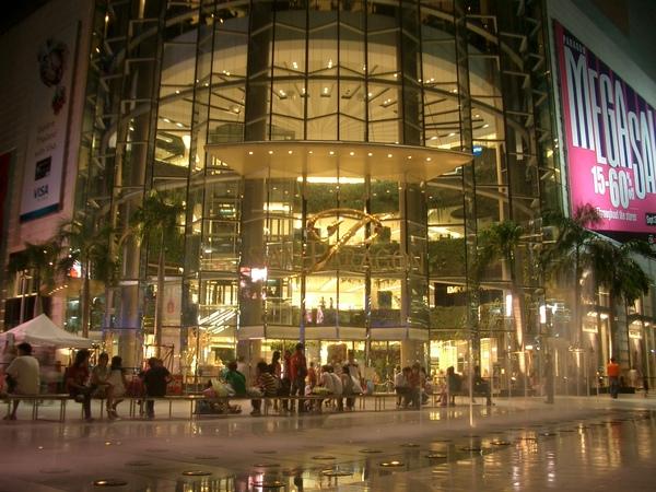 曼谷--繁華市中心Siam Paragon.JPG