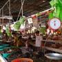 吃飯皇帝大 (2) 這裡的海鮮新鮮又便宜.JPG