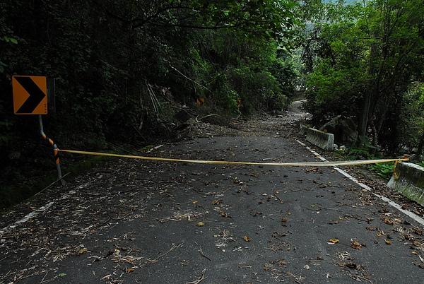 風災後封路的民生村道路