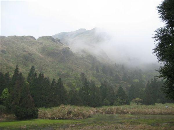 雲霧繚繞 夢幻湖逐漸夢幻了起來.JPG