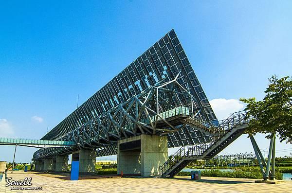 台灣歷史博物館的「光電雲牆」