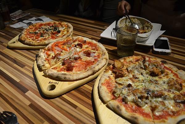 極限運動後的覓食--La Pizza 三兄弟