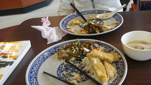 跟QOO吃午餐(香酥雞排飯)