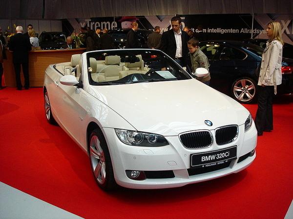 800px-BMW_3_Convertible.jpg