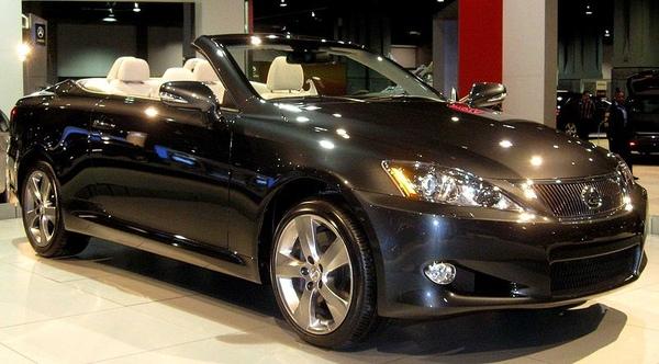 800px-2010_Lexus_IS350C_front--DC.jpg