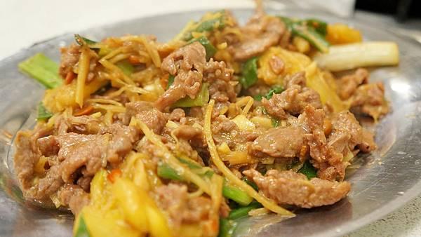 鳳梨炒羊肉(?)