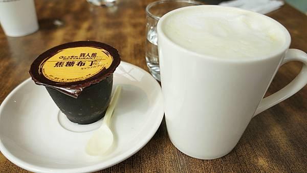異人館自製焦糖布丁與抹茶拿鐵