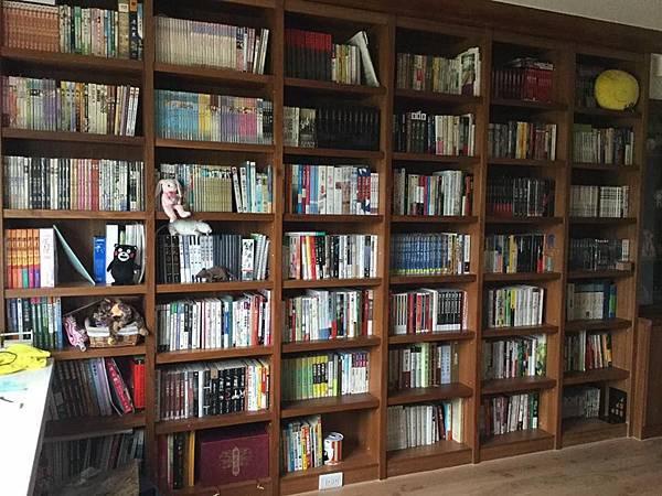 書櫃全景1(有點亂 哈)