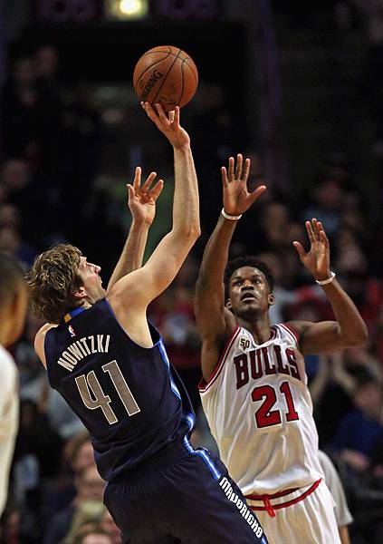 Dirk+Nowitzki+Dallas+Mavericks+v+Chicago+Bulls+GRDIy58TmV9x.jpg