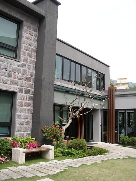 台北市加賀庭園食房庭院2.JPG