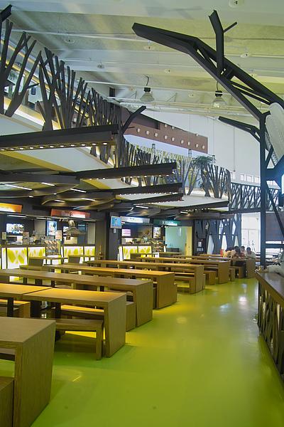 南二高東山休息站公共用餐空間.jpg