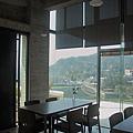 新竹縣峨嵋鄉二泉湖畔咖啡民宿室內空間2.jpg