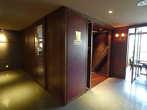 台北市HOME HOTEL:Marsalis Home x Whisky Gallery (9).JPG