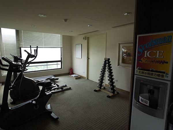 台南市成大會館:健身房&製冰機 (1).JPG