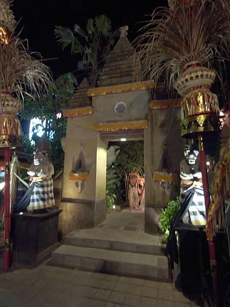 印尼峇里島Made's MARUNG餐廳庫塔店1 (1).JPG