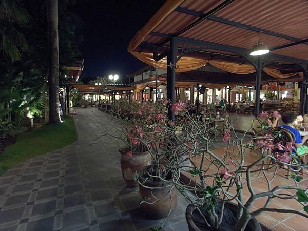 印尼峇里島Made's MARUNG餐廳庫塔店1 (5).JPG