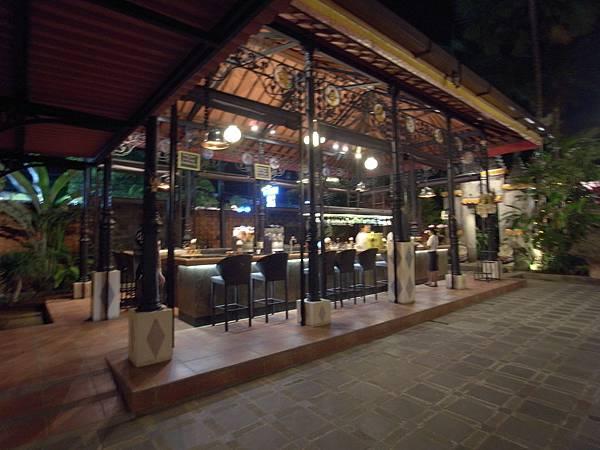 印尼峇里島Made's MARUNG餐廳庫塔店1 (6).JPG