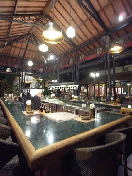 印尼峇里島Made's MARUNG餐廳庫塔店1 (7).JPG