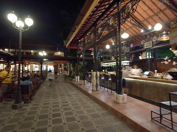 印尼峇里島Made's MARUNG餐廳庫塔店1 (8).JPG
