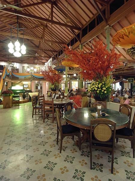 印尼峇里島Made's MARUNG餐廳庫塔店1 (9).JPG