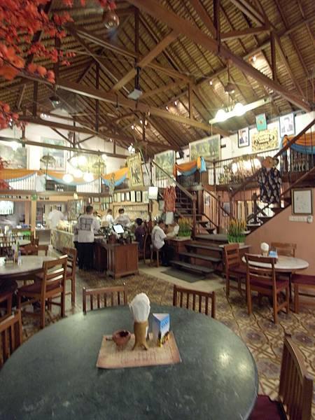 印尼峇里島Made's MARUNG餐廳庫塔店1 (10).JPG