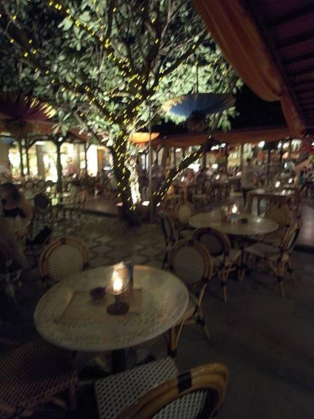 印尼峇里島Made's MARUNG餐廳庫塔店1 (14).JPG