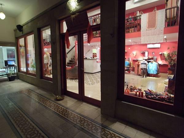 印尼峇里島Made's MARUNG餐廳庫塔店1 (15).JPG